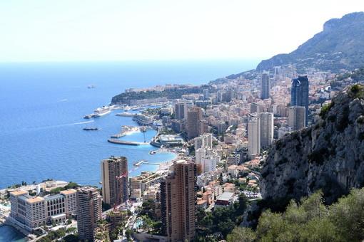 Dopo la Francia (con scarsi risultati) anche nel Principato di Monaco obbligo di mascherina in alcune zone all'aperto