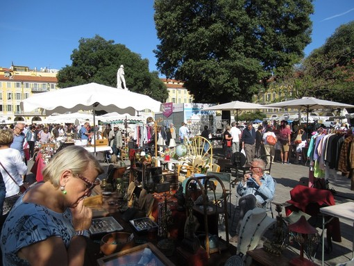 Brocante in Piazza Garibaldi a Nizza