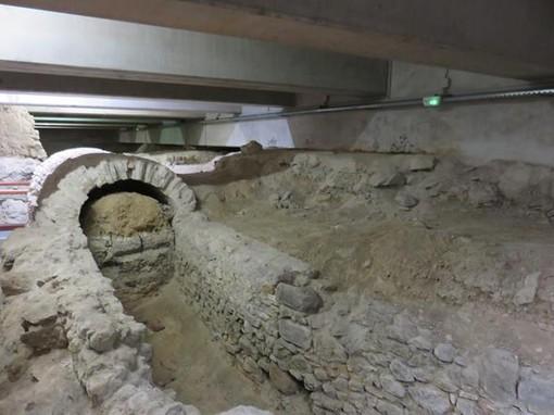 La crypte in Place Jacques Toja a Nizza