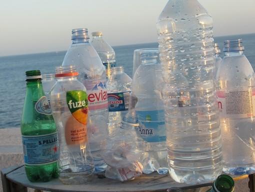 Bottiglie di plastica sulla Promenade