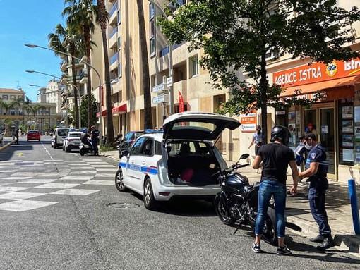La Police Municipale sanziona dei motociclisti in Boulevard François Grosso