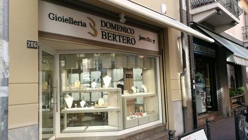 La Gioielleria Bertero a Vallecrosia sconta tutte le vecchie collezioni di gioielli e orologi di tendenza in argento e acciaio a prezzi imbattibili!