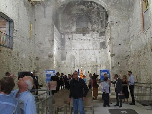 L'interno dell'Église des Franciscains