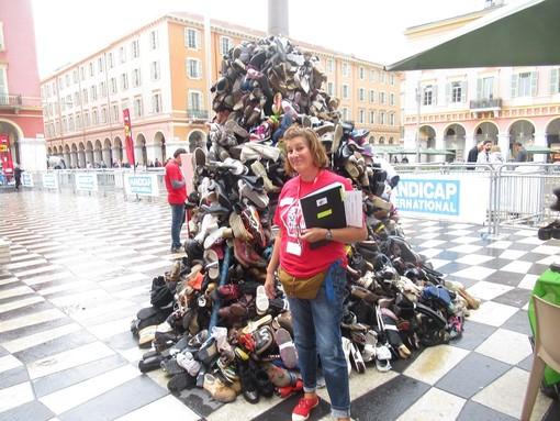 Pyramide de chaussures a Nizza