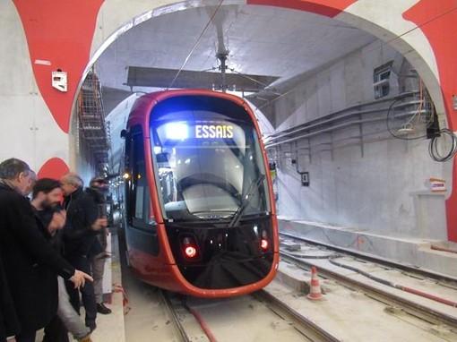 """La """"prima"""" di un tram nel sottosuolo di Nizza"""