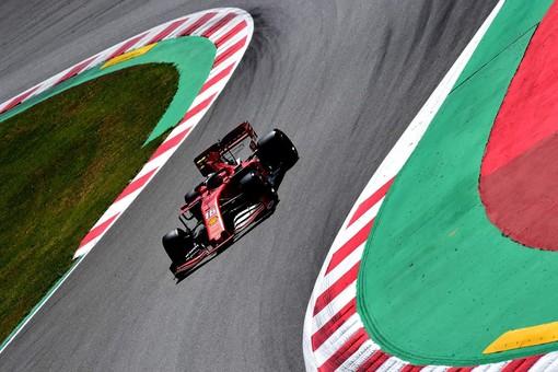 Formula 1. GP Spagna, altra debalce per la Ferrari: Leclerc solo quinto. È di nuovo doppietta Mercedes
