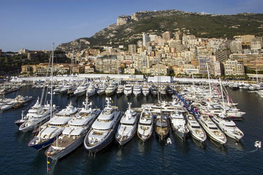 Marina di loano l unica realt portuale turistica for Monte carlo yacht club