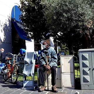 Avenue Médecin a Nizza, tante mascherine. Foto di Ghjuvan Pasquale