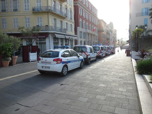 Auto della Police Municipale nel Vieux Nice