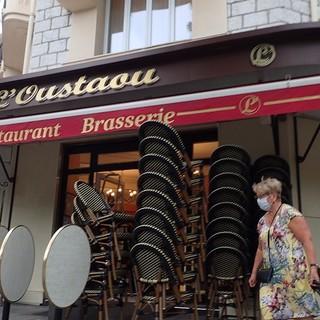 Bar di Nizza che si prepara all'apertura, foto di Ghjuvan Pasquale