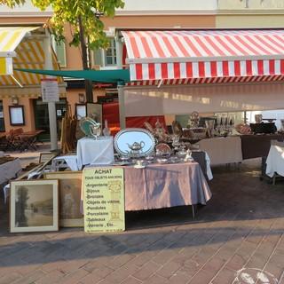 Lunedì in Cours Saleya a Nizza