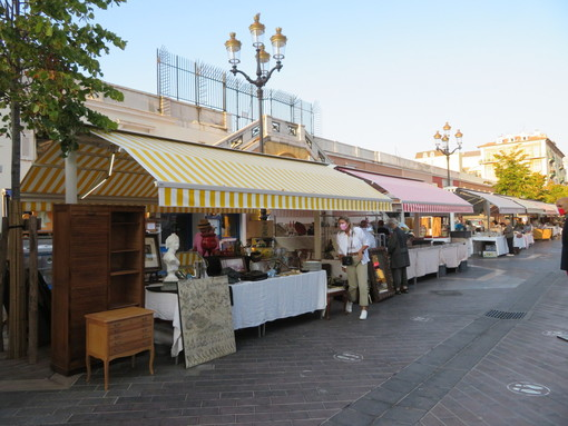 Tanti oggetti, tante curiosità: i marché à la brocante in Costa Azzurra