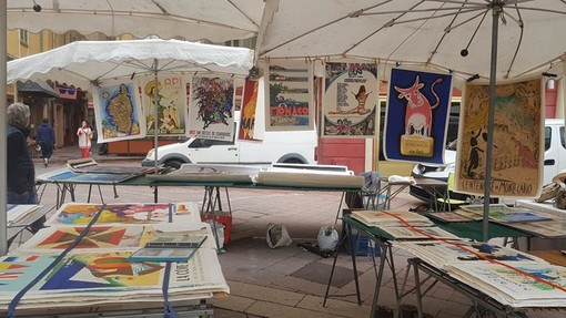 Brocante in Cours saleya a Nizza, foto di Ghjuvan Pasquale