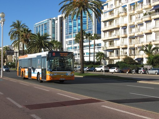 Bus sulla Promenade des Anglais
