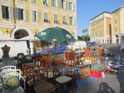 Brocante in Place Garibaldi a Nizza