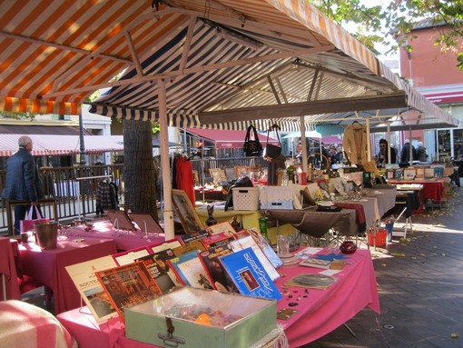 Brocante in Cours Saleya a Nizza