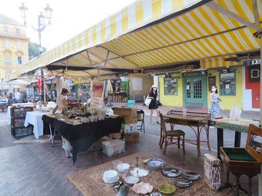Tanti oggetti, tante curiosità: i marché à la brocante di questo week end in Costa Azzurra