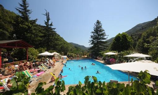 Isolabona, regalati una giornata di relax al Camping delle Rose con piscina e solarium immersi nella natura