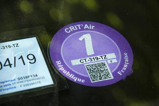 A Nizza, Cannes e Antibes obbligatoria la vignette sulle auto. Blocchi in caso di inquinamento dell'aria