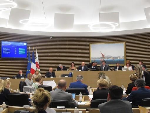 Una riunione del Consiglio Municipale di Nizza