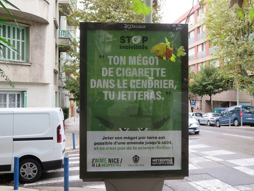 Cartelli e manifestini esposti a Nizza