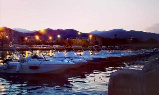 Noleggia una barca presso il Cantiere Nautico Diurno ed esplora la costa del Mar Ligure di Ponente in completa libertà