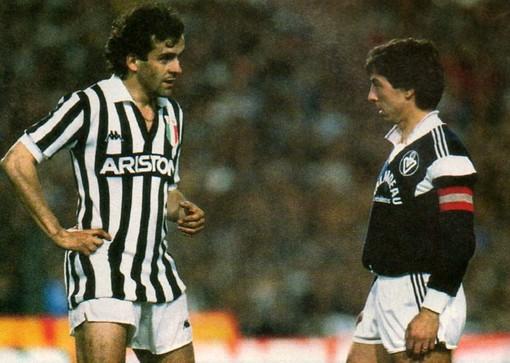 Michel Platini con la maglia della Juventus a Bordeaux in Coppa dei Campioni
