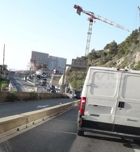 Nuovi problemi per i frontalieri che lavorano a Monaco: dopo le code a San Ludovico ecco quelle all'uscita di Roquebrune (Foto)