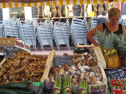 Mercato di Cours Sleya a Nizza