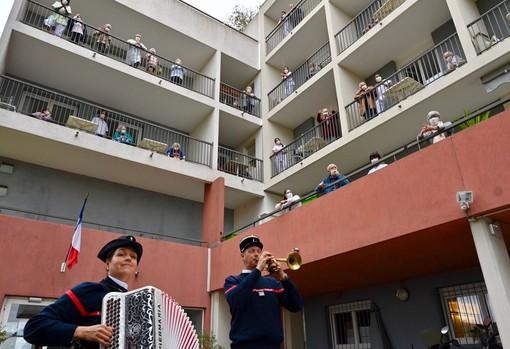 Concerto in una casa di riposo di Nizza durante l'epidemia