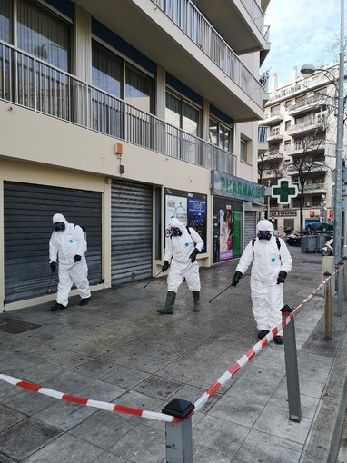 Disinfezione delle strade a Nizza