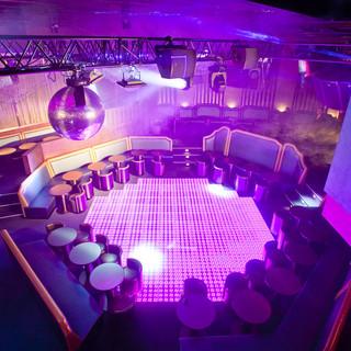 Monaco, una discoteca deserta