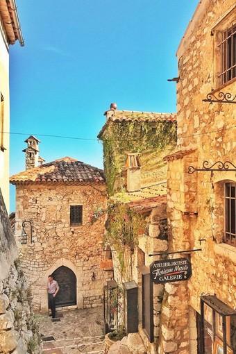 Foto 1: Passeggiare nel borgo medievale - Foto Office de Tourisme Métropolitain Crédits photos : @elli_lili_ @Diddphoto @Audreybahnam @Zygomphotography @Annalisamastella @P.Masson (photo de couverture)