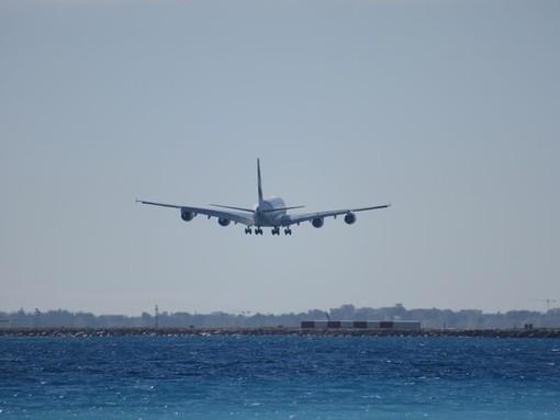 L'A380 degli Emirates in fase di atterraggio