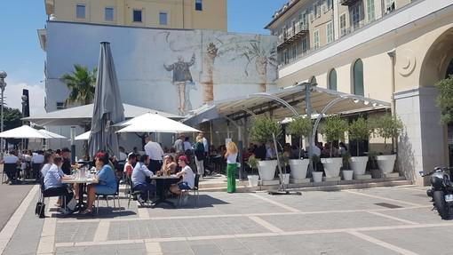 Un ristorante sul Quai des Etats Unis a Nizza. Foto di Ghjuvan Pasquale
