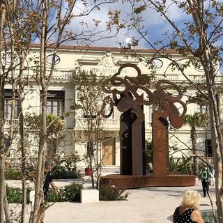 """""""La Forêt d'Arbres"""", la scultura di Claude Gilli"""