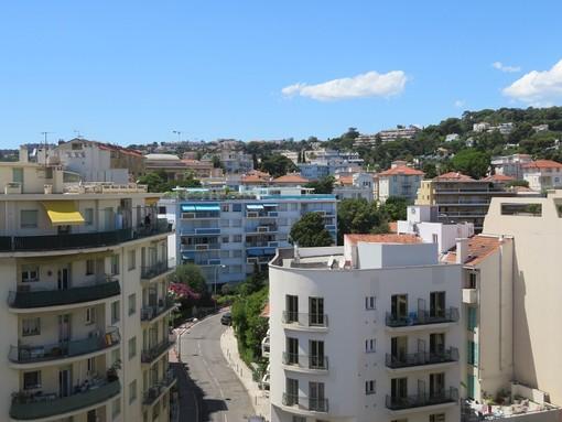 """""""Gira bene!"""", il mercato immobiliare cresce più del previsto, soprattutto in Costa Azzurra"""