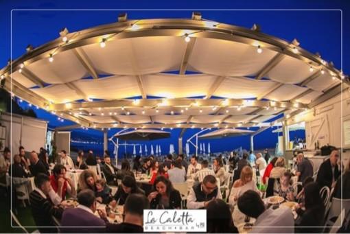 Sabato 13 luglio un nuovo gustoso appuntamento alla spiaggia La Caletta: la seconda cena barbeque con il campione internazionale Alessandro Oddone