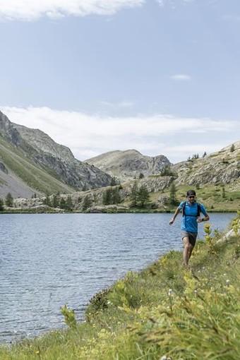 Foto 1: Camminare ed effettuare escursioni in un paesaggio unico e in un ambiente intatto - Foto Office de Tourisme Métropolitain Crédit photos : @ OTM NCA