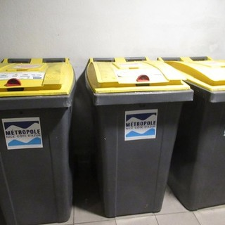Contenitori dell'immondizia per la differenziata a Nizza