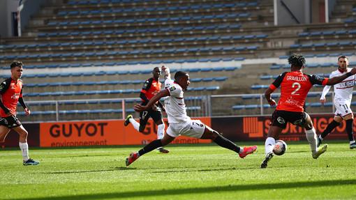 Lorient - Nizza, una fase di gioco (foto tratta dall'OGC Nice)