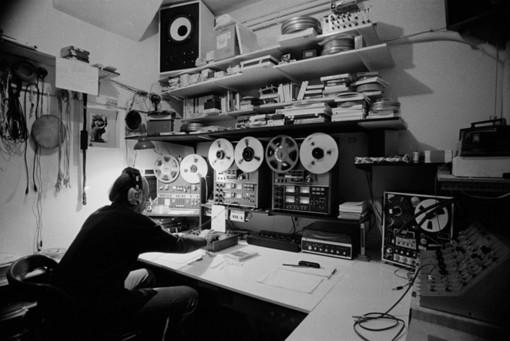 Lars Fredrikson dans son studio son, MAMAC Nizza