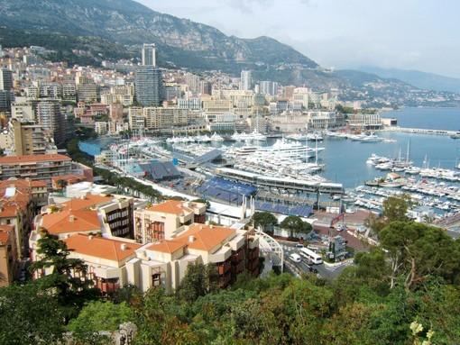 Il Principato di Monaco le prova tutte per contenere il virus. Nel weekend 90 multe per persone senza mascherina in pubblico.