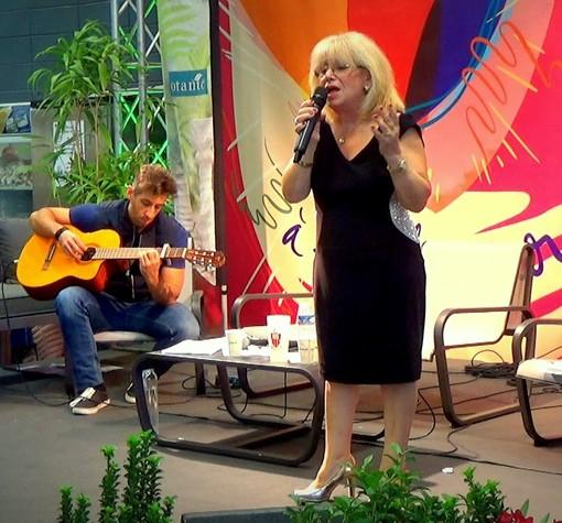 La poetessa Maria Salamone messa in risalto da ''Les mots d'azur'' al Festival del libro di Mouans-Sartoux