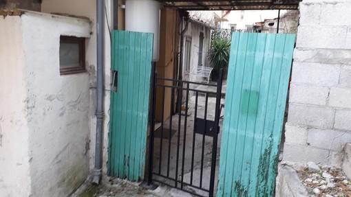 """""""Vecchia porta"""", foto di Nicole Geron"""