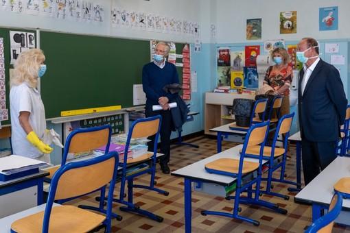 Ultimi preparativi in una scuola di Menton