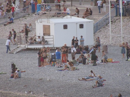 Pic Nic in spiaggia, la sera,a  Nizza