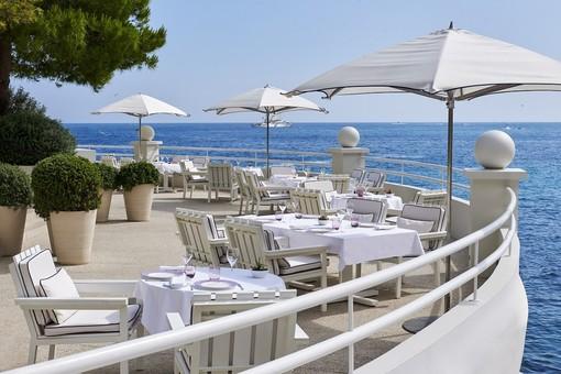 A Monaco non si paga l'occupazione dello spazio pubblico per negozi e ristoranti