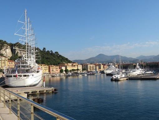 Navi da crociera nel porto di Nizza