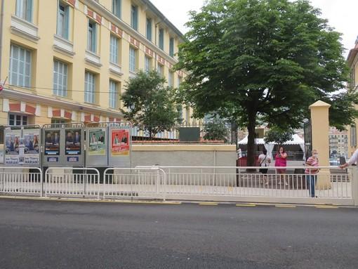 Un seggio elettorale ieri a Nizza